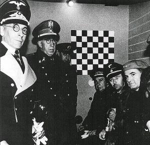 Heinrich Himmler durant la visita a la txeca del carrer Vallmajor, l'any 1940. Fotografia de Carlos Pérez de Rozas