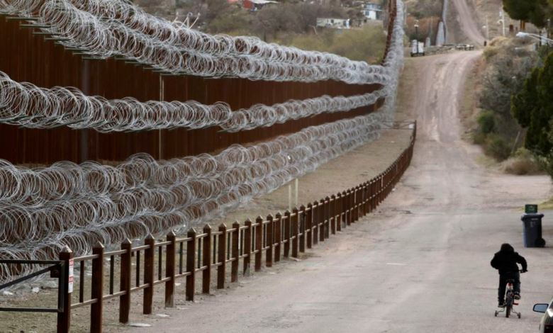 Muro Fronterizo reforzado con alambre