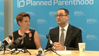 Photo of Planned Parenthood continuara realizando abortos, por ahora.