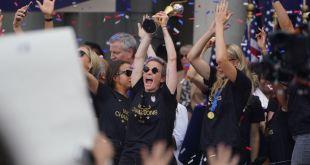 Equipo femenino de fútbol celebrando su victoria Mundial en Nueva York