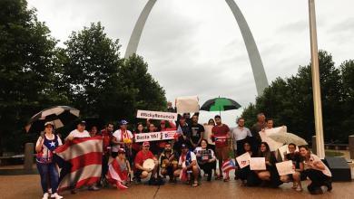Boricuas de St. Louis manifestandose contra Rosselló