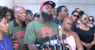 Padre de Michael Brown Jr. pide justicia por la muerte de su hijo en el quinto aniversario de Ferguson 1