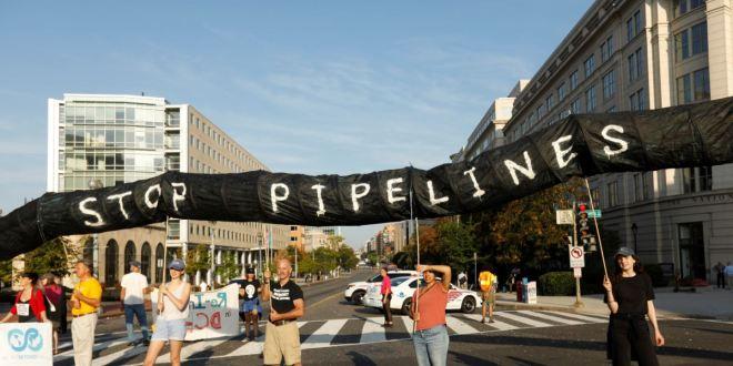 Activistas climáticos bloquean calles del centro de D.C. 1