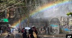 Huelga general, masivas manifestaciones y fuerte caída del peso en nueva jornada en Chile 9
