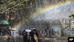 Huelga general, masivas manifestaciones y fuerte caída del peso en nueva jornada en Chile 4