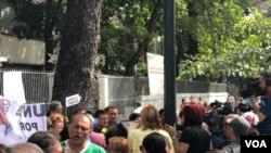 La semana de protesta comenzó el lunes con concentraciones en distintas zonas del país y la siguió una protesta del gremio de enfermeras. Foto: Álvaro Algarra - VOA.