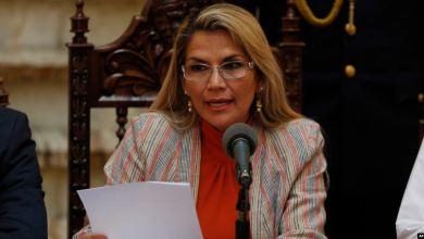 Photo of Presidenta de Bolivia anula decreto que eximía de culpa a militares
