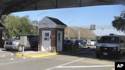 Cuatro muertos incluido el atacante en tiroteo en base naval de Florida 6