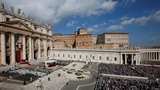 """El Vaticano pospone beatificación de primer """"televangelista"""" de EE.UU., en inusual medida 1"""