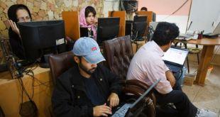 Irán bloquea acceso a internet para móviles en algunas provincias 13
