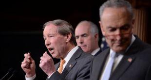 """Demócratas insisten en juicio político de """"peligro"""" Trump para EE.UU. 7"""