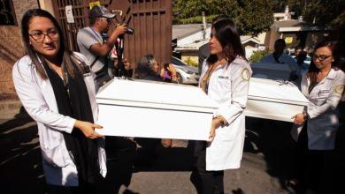 El Salvador entrega osamentas de la masacre de El Calabozo 2