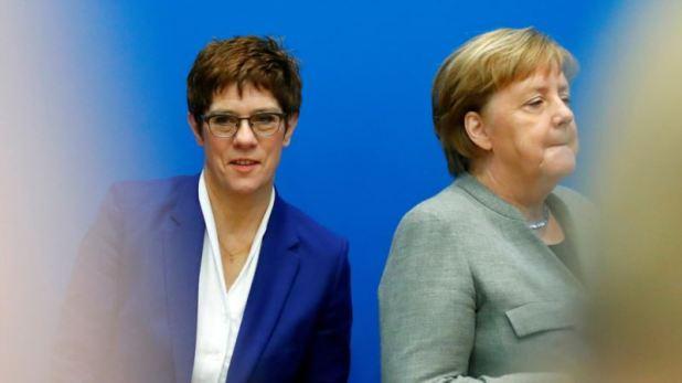 Alemania: Renuncia la sucesora de Merkel tras polémica sobre ultraderecha 1