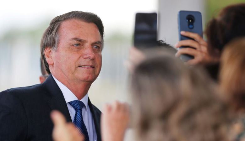 Presidente Bolsonaro critica severamente a directora Petra Costa