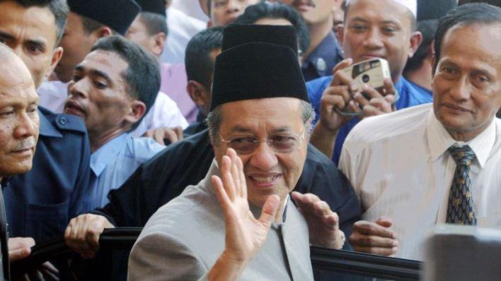 Renuncia primer ministro de Malasia, a los 94 años de edad 2
