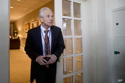El asesor de comercio de la Casa Blanca, Peter Navarro, reconoció que no utilizó el vocabulario apropiado.