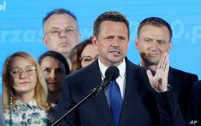 El presidente polaco ataca los derechos LGBT mientras se dirige a la segunda vuelta' 1