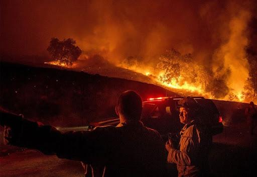Incendio forestal en California arrasa con más de 10,000 acres en menos de 24 horas 1