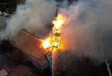 Photo of Chile: Manifestantes protagonizan saqueos y queman iglesias a un año del estallido social