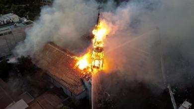 Chile: Manifestantes protagonizan saqueos y queman iglesias a un año del estallido social 5