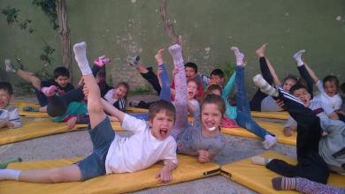 Photo of Educación:Hacen yoga para mejorar la convivencia y el rendimiento escolar