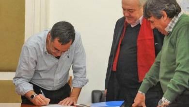 Photo of Educación y sindicatos firmaron convenio para capacitar empleados municipales