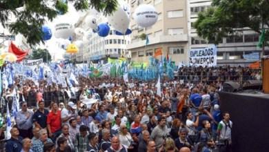 Photo of La CGT encabezó una movilización multitudinaria, anunció un paro sin fecha y hubo incidentes