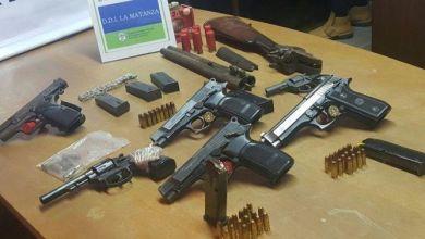 Photo of Ocho detenidos por mostrar armas y botines de robo en Facebook