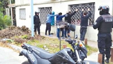 Photo of Allanamientos: Cayó una peligrosa banda que asaltaba a vecinos de la Zona Oeste