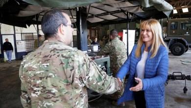 Photo of Verónica Magario recorrió la instalación del Ejército donde cocinan para los inundados