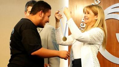 """Photo of Se entregaron los premios """"Esperanza de la Patria"""" a estudiantes destacados"""