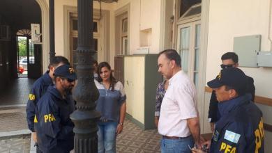 Photo of La pareja kirchnerista que era buscada por desvío de dinero fue detenida