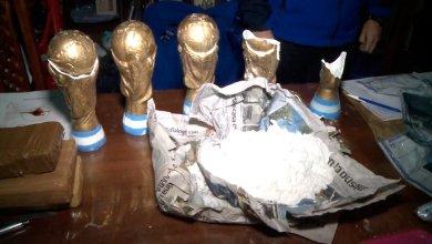 Photo of Escondían droga en réplicas de copas del mundo