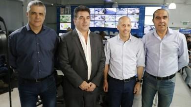 Photo of Ducoté junto a Ritondo en el Centro de Operaciones Municipales de Pilar