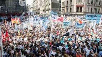 Photo of Masiva marcha de docentes frente al Congreso