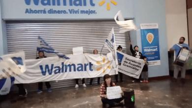 """Photo of Despedidos de Walmart protestaron en el Dot: """"La empresa no está en quiebra"""""""
