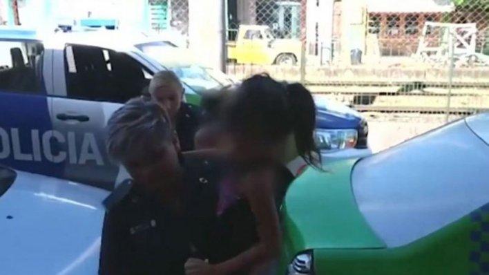 La Plata: conoció a un hombre por Facebook y viajó a verlo: la secuestraron, la violaron y la obligaron a prostituirse delante de su hija