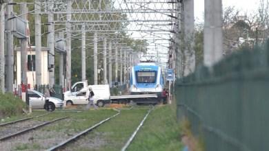 Photo of La Plata: una mujer de 52 años cruzó las vías distraída con el celular y la mató un tren