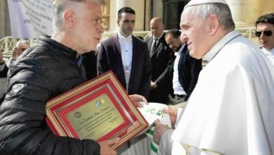Photo of Vaticano: ADUNLaM entregó un reconocimiento al Papa Francisco