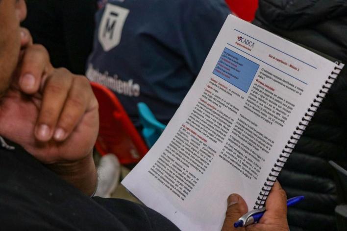 El Gobierno de Morón comenzó un proyecto de prevención de drogas junto a una ONG de Estados Unidos