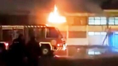 """Photo of Terrible: un adolescente incendió una escuela de Ciudad Evita por """"venganza"""""""