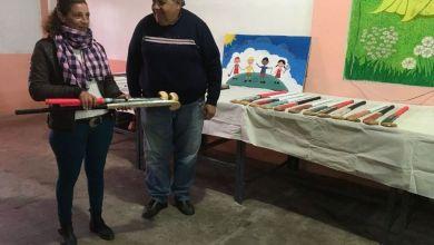 Photo of Internos de una cárcel de La Plata elaboraron palos de hockey para dos clubes