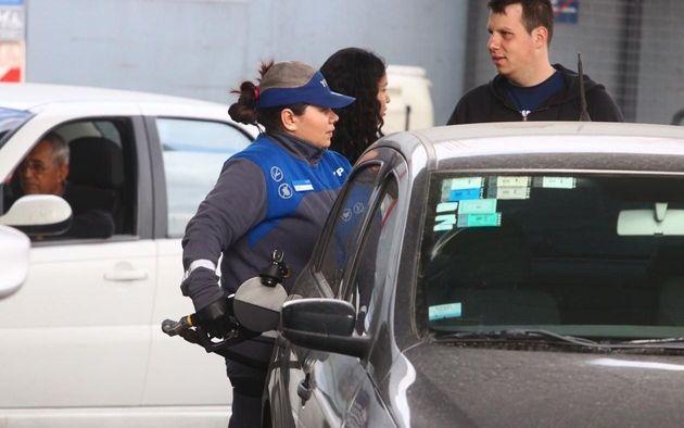 Con el aumento de hoy, ¿a cuánto se fue el litro de nafta en La Plata?
