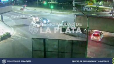 Photo of La Plata: Imprudente camionero casi causa una tragedia en Camino Centenario