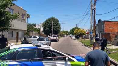 Photo of Dos motochorros asesinaron a un policía retirado de 77 años durante una entradera en La Plata