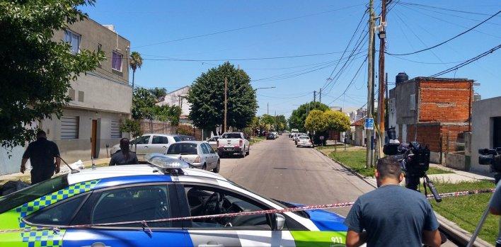 Dos motochorros asesinaron a un policía retirado de 77 años durante una entradera en La Plata