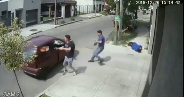 Detuvieron en Hurlingham a un sospechoso por el asalto a una vecina en Haedo, cuyo el video se volvió viral