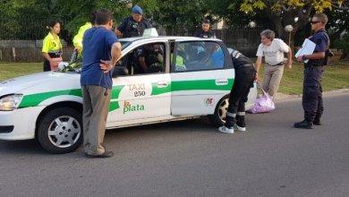 Photo of La Plata: una mujer dio a luz en un taxi con la ayuda de agentes de tránsito