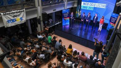 Photo of Trotta presente en el comienzo de clases de la Universidad Guillermo Brown