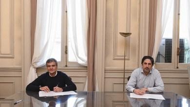 Photo of Convenio entre Juan Zabaleta, y el ministro de Educación de la Nación, Nicolás Trotta